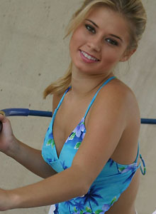 Jannah Gets All Soapy In Her Cute Bikini At The Car Wash - Picture 3