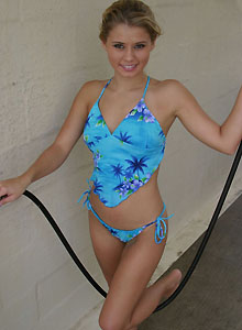 Jannah Gets All Soapy In Her Cute Bikini At The Car Wash - Picture 11